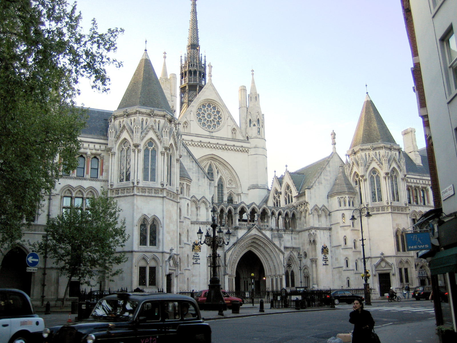 Royal_courts_of_justice. strand london