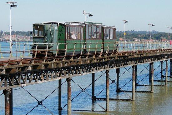 hythe-ferry train